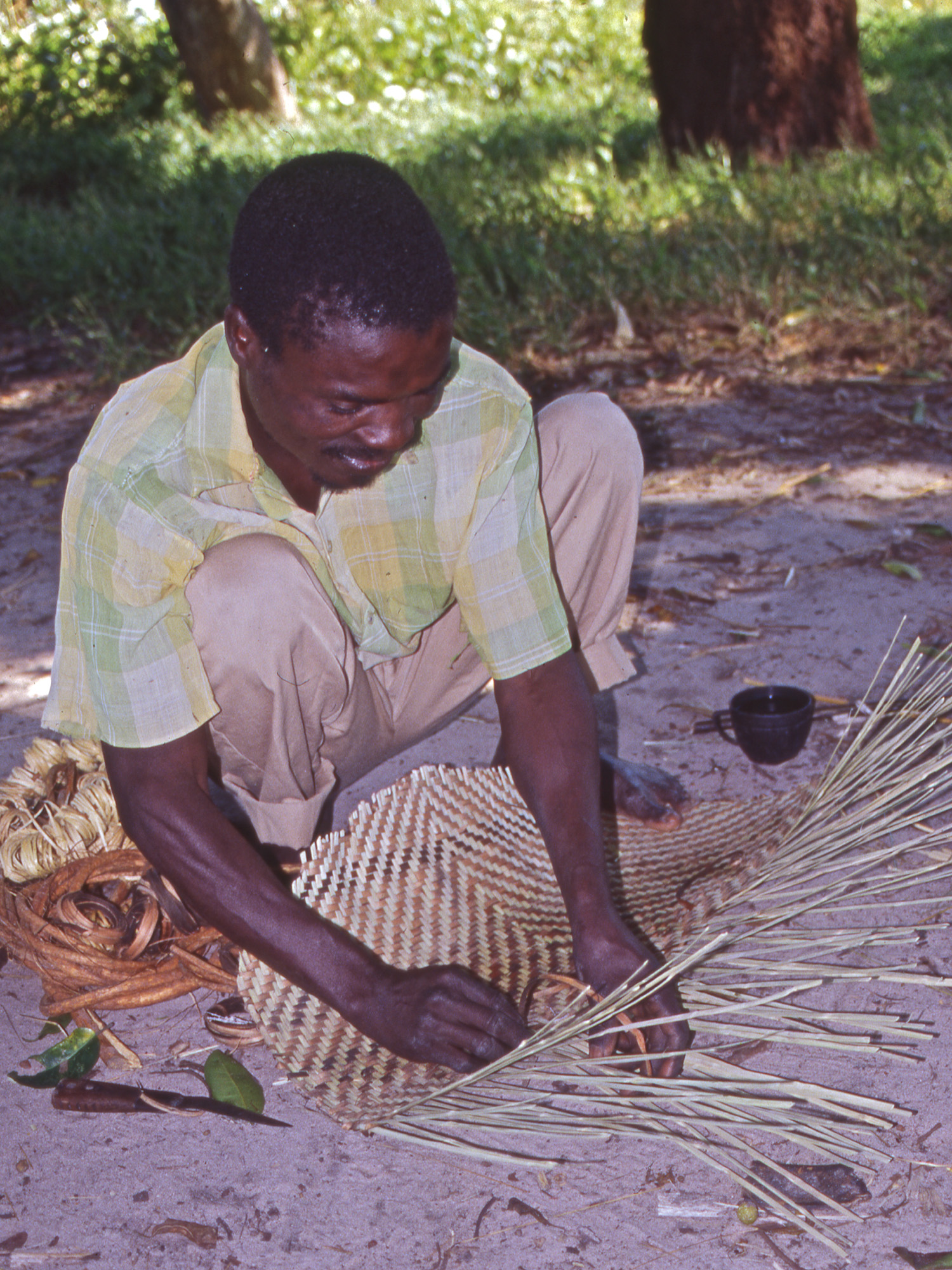 VaMutondo weaving a winnowing mat